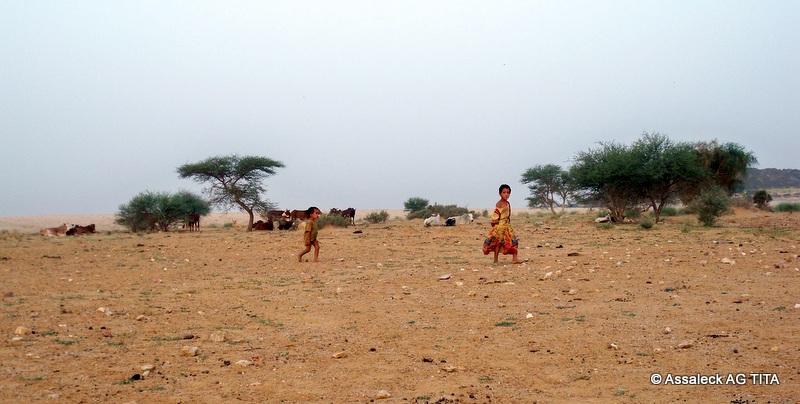 Des enfants nomades d'un campement non loin de Kidal