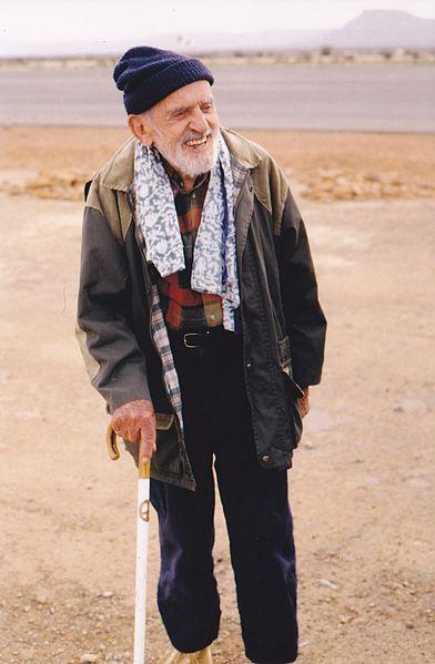 Théodore_Monod_-_Aéroport_d'Atar_(Mauritanie)_-_20_décembre_1998 Crédit photo : Bruno Lecoquierre